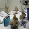 Modeller i mjuk sten, formövningar, färdig skulptur och stenhantverk.